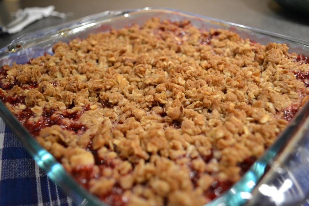 Strawberry-Raspberry Rhubarb Crisp (5/5)