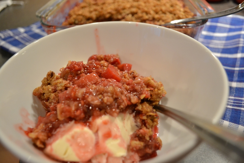Strawberry-Raspberry Rhubarb Crisp (1/5)