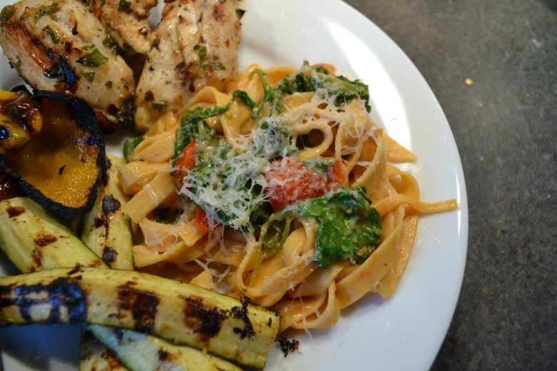 Pasta, served with chicken and zucchini