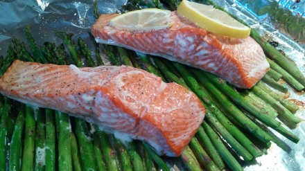 Topping salmon with lemon slices is my new favorite trick. If adds some citrus flavor, and keeps the fish nice and moist!